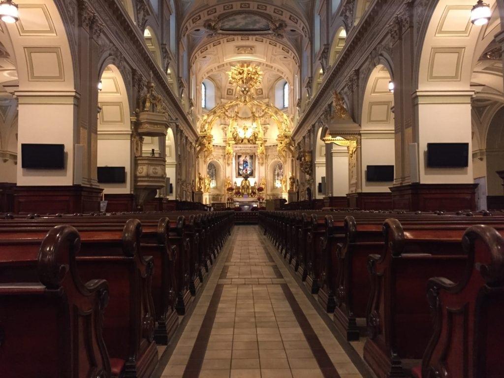 inside Notre Dame du Quebec